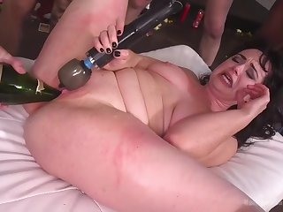 fat hellacious skank siouxsie q is lift to obtain disgraced in gangbang
