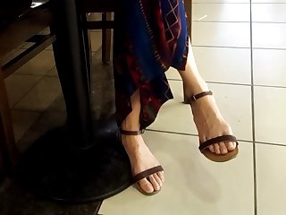 filming her sexy long feets natural toes