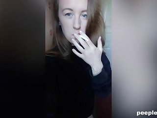amateur hottie loves smoking and masturbating