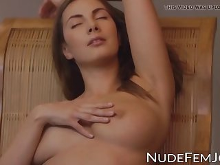 lady with perfect natural bowels pauperize during pussy play